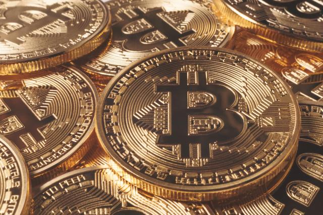 صورة باي بال تقفز الى سوق العملات المشفرة في 2021