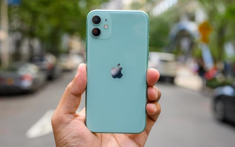 بعض هواتف الايفون 11 تعرض خط أخضر على الشاشة بسبب التحديث الاخير