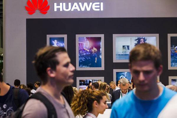 Photo of تقرير :هواوي تبيع اكثر من 100 مليون هاتف حتى الان في 2017 وهدفها الاستراتيجي يتحقق
