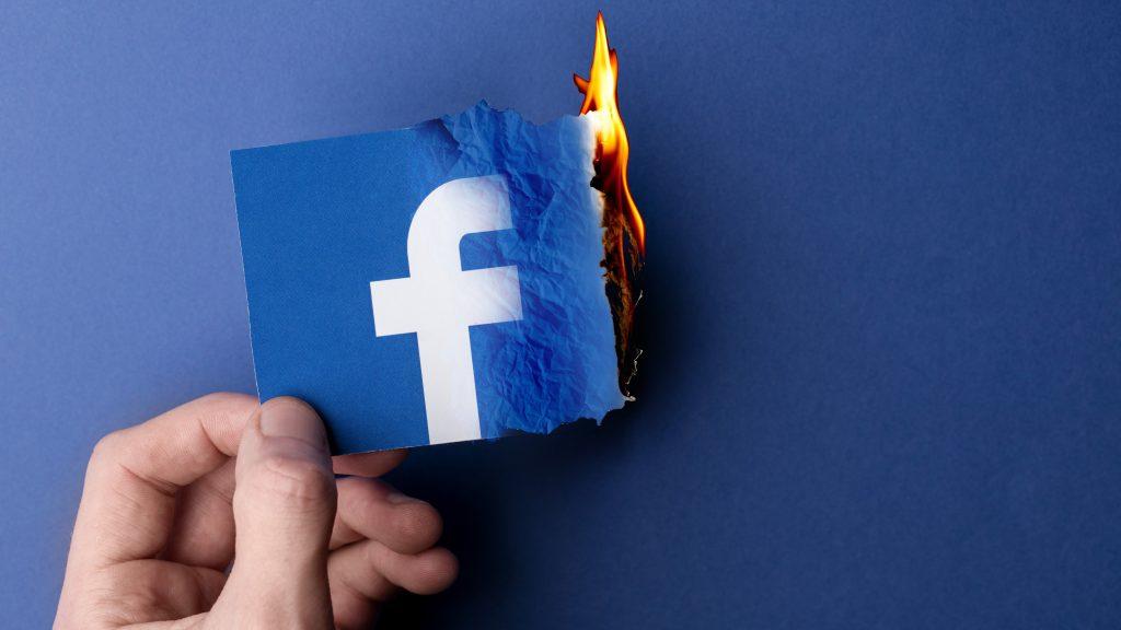 توقف عالمي لتطبيقات الفيس بوك لمدة ساعتين