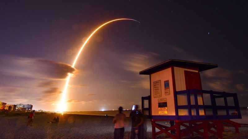 رسميا : اطلاق صاروخ خدمة الانترنت الفضائي 1