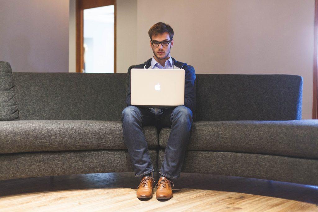 العمل الحر FREELANCE : التعريف والشروط والمزايا والعيوب 3