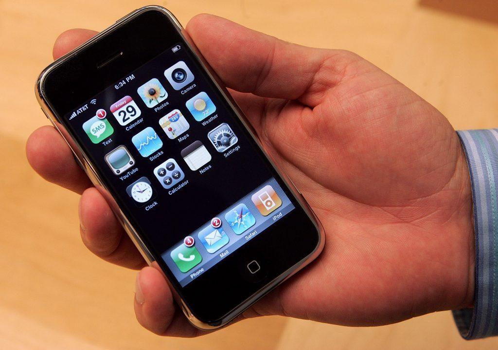 في مثل هذا اليوم : 2007 اطلاق اول ايفون و 2009 : اطلاق اول هاتف سامسونج جالاكسي
