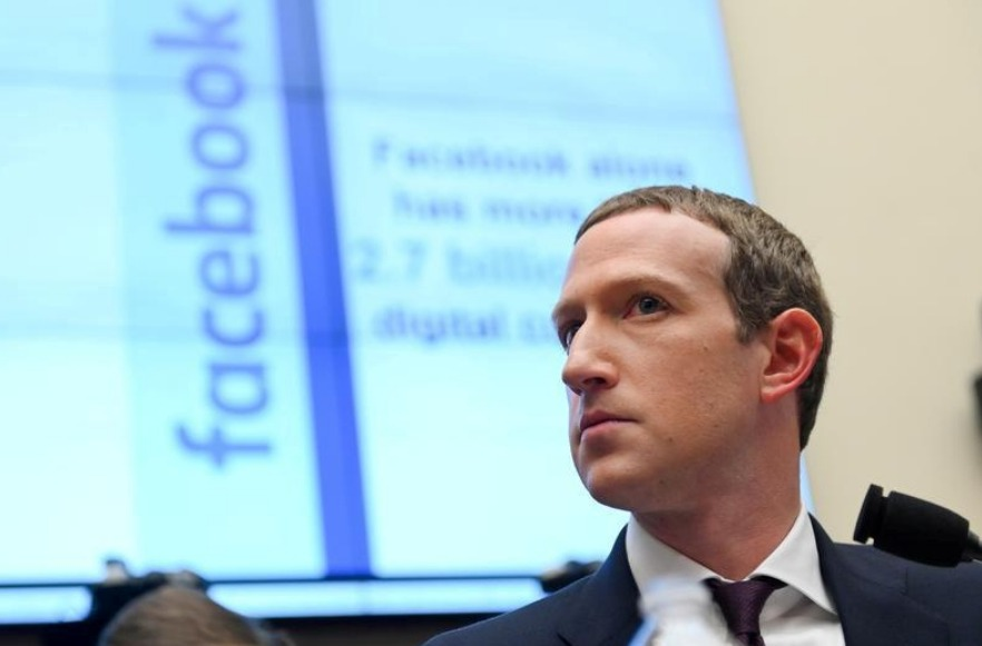 مؤسس فيس بوك يقول انه منفتح على فكرة دفع ضرائب في دول مختلفة