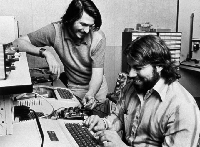 صورة 40 عام على تأسيس شركة ابل