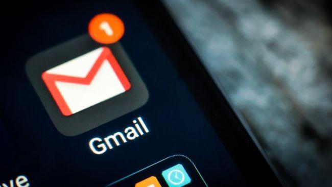 Gmail للايفون والايباد يحصل اخيراً على الثيم الليلي