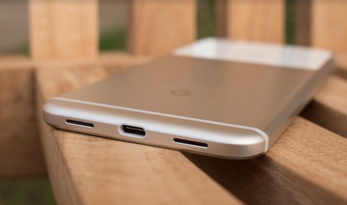 Photo of تقارير : LG تتعاون مع جوجل لتقديم الجيل الثالث من هواتف بيكسل في 2018